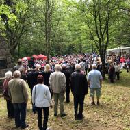 Na pietní shromáždění přišly stovky občanů.